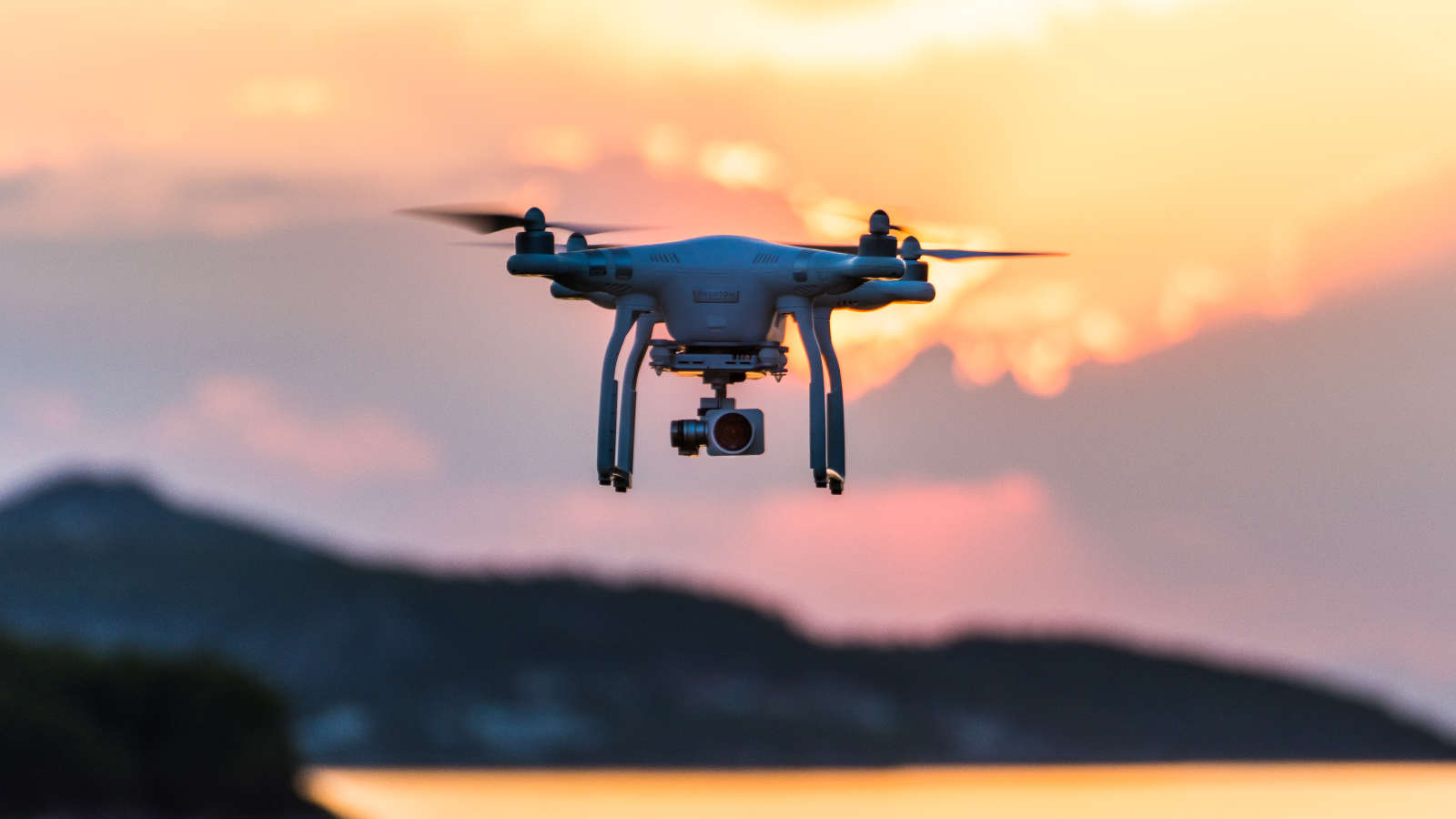 Nyugdíjbiztosítás ajándék drónnal,  aktivitásmérővel, 20% extra jóváírással